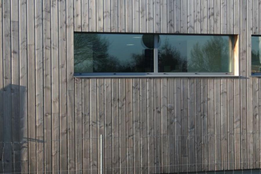 Les bois naturels for Pose bardage vertical bois
